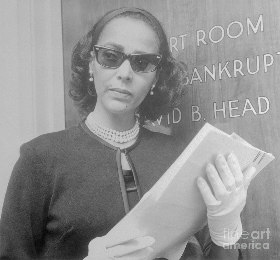 Dorothy Dandridge Holding Papers Photograph by Bettmann