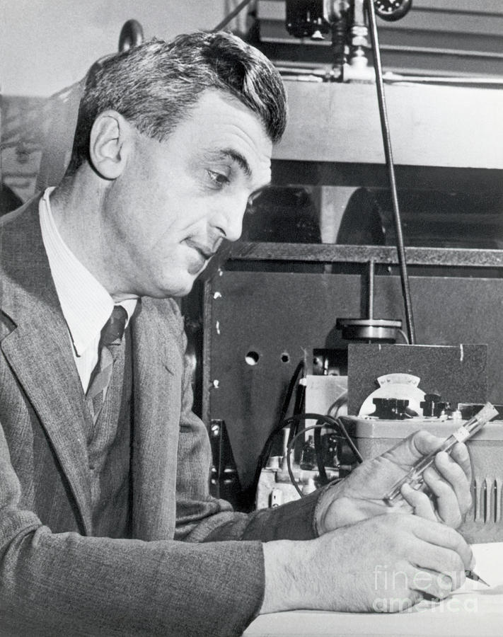 Dr. Felix Bloch In A Laboratory Photograph by Bettmann
