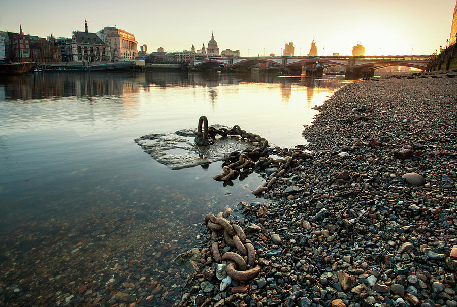 Draining The Thames Photograph by Ray Wise