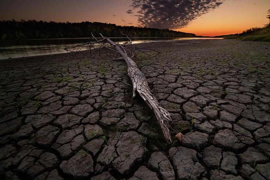 Dry banks of Rainy River after sunset by Jakub Sisak