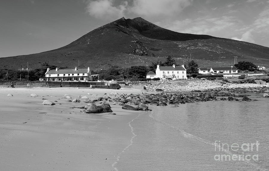Dugort beach mono by Peter Skelton