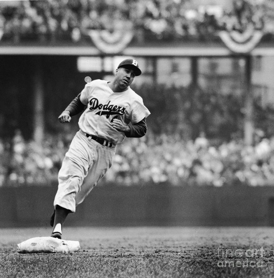 Duke Snider Runs The Bases Photograph by Robert Riger