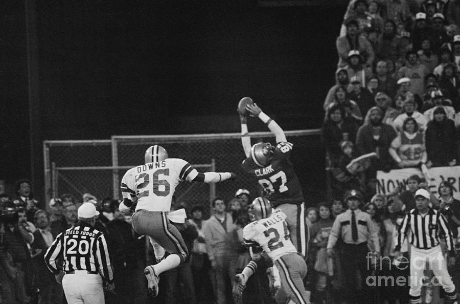 Dwight Clark In Air During Game Photograph by Bettmann
