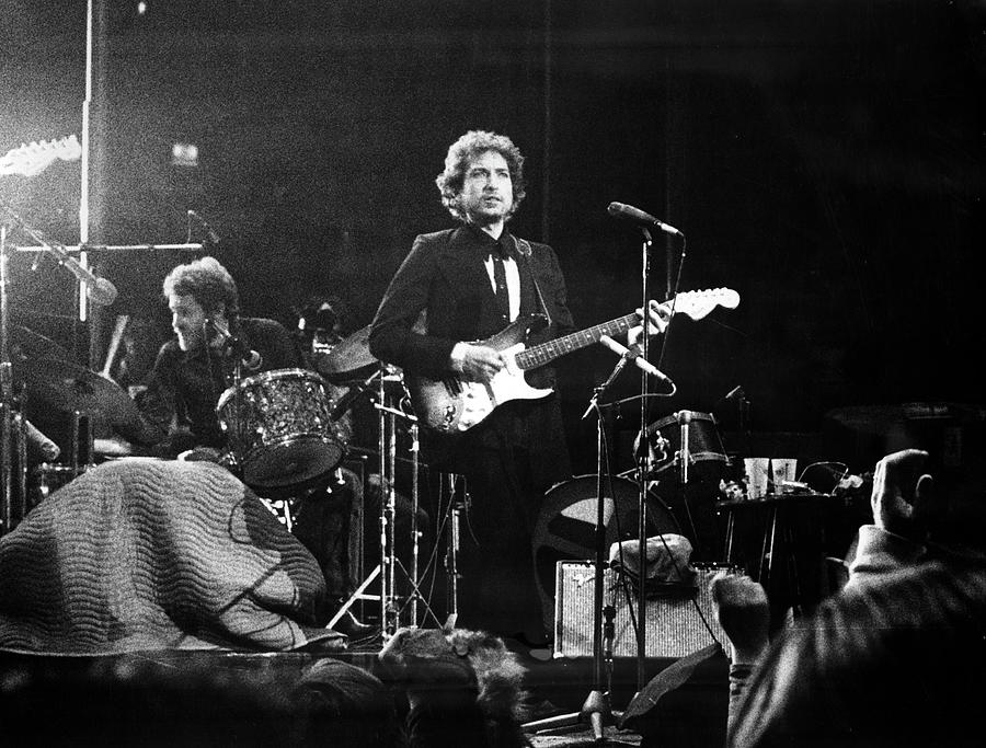 Dylan & Helm At Madison Square Garden Photograph by Fred W. McDarrah