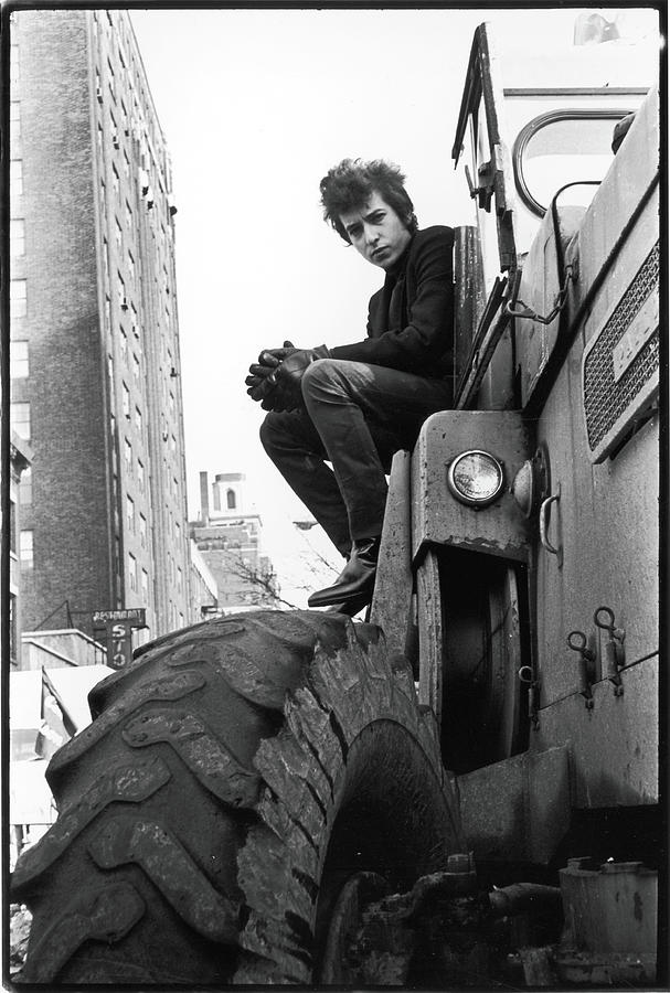 People Photograph - Dylan In Sheridan Square Park by Fred W. McDarrah