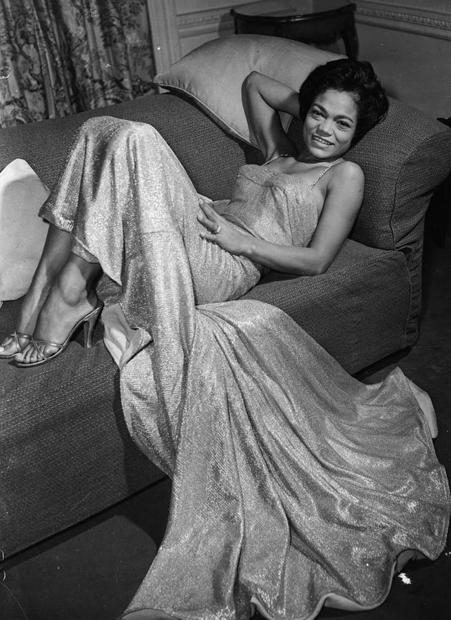 https://images.fineartamerica.com/images/artworkimages/mediumlarge/2/eartha-kitt-keystone.jpg