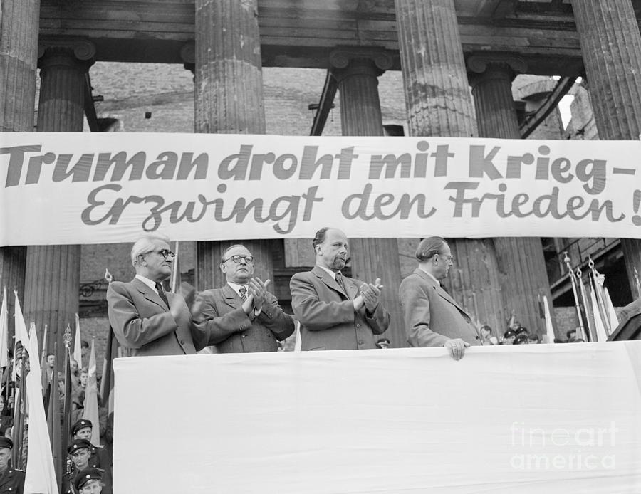 East German Ministers Applauding Photograph by Bettmann