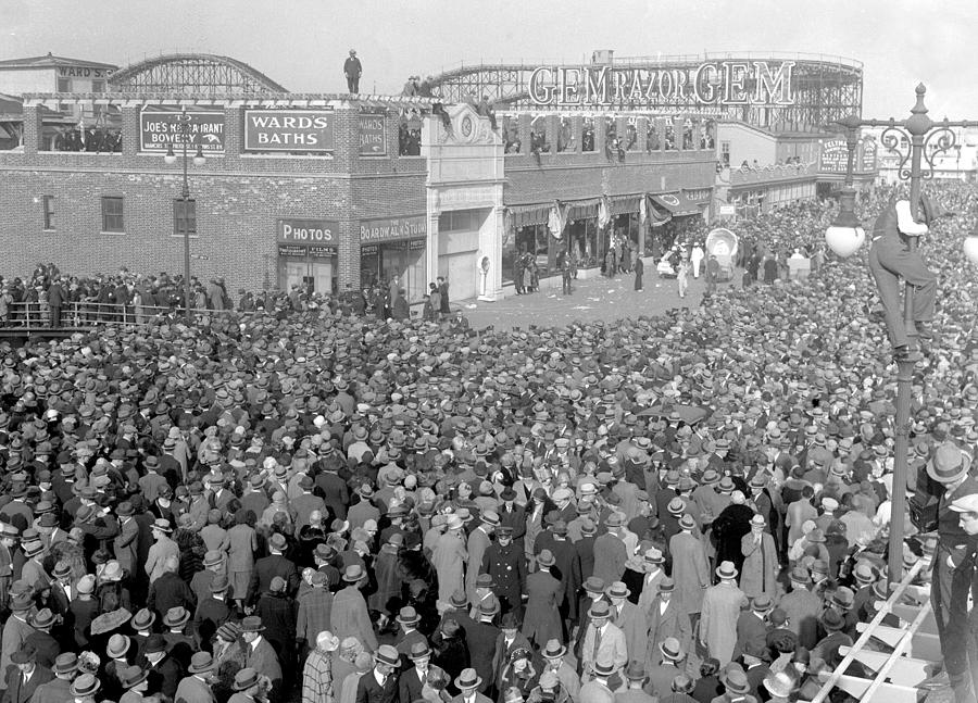 Easter Crowds At Coney Island Photograph by New York Daily News Archive