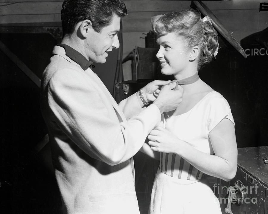Eddie Fisher Visiting Debbie Reynolds Photograph by Bettmann