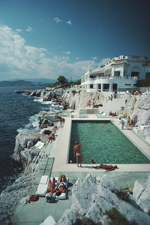 Eden-roc Pool Photograph by Slim Aarons