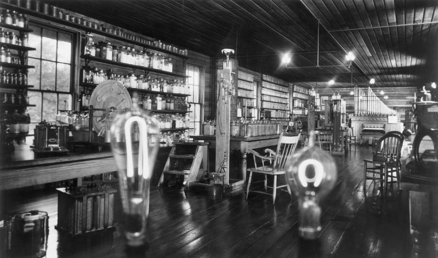 Edisons Lab Photograph by Hulton Archive