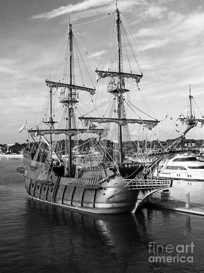 El Galeon Reflection Black and White by D Hackett