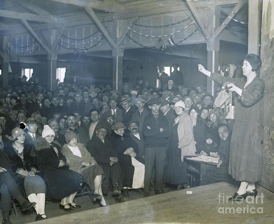Elizabeth Flynn Addressing Mill Workers Photograph by Bettmann