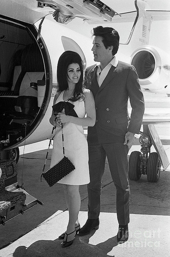Elvis And Priscilla Presely Photograph by Bettmann