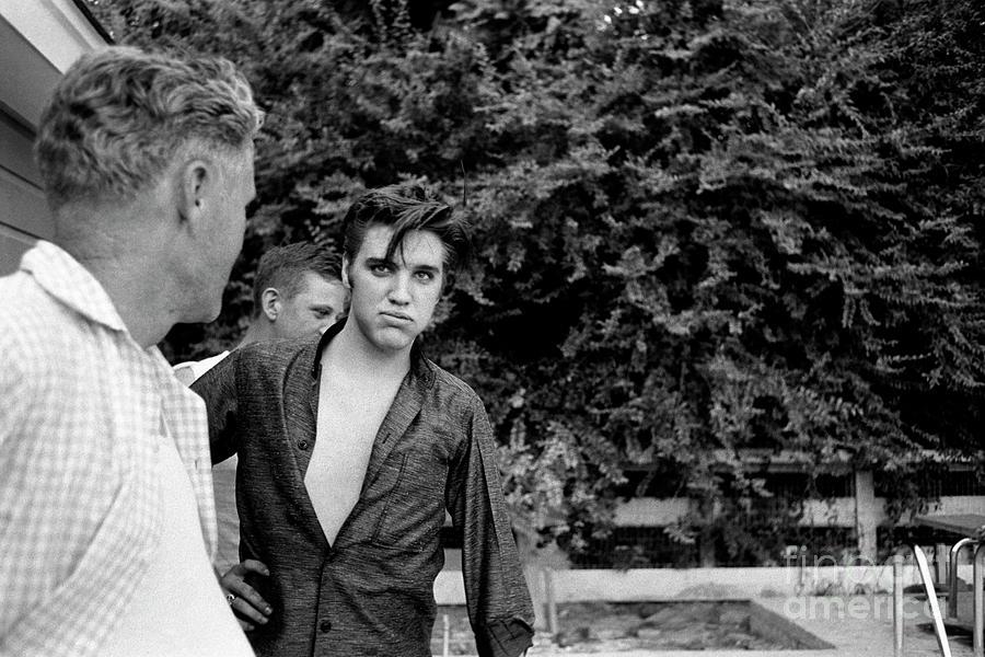 Elvis & His Dad Photograph by Alfred Wertheimer