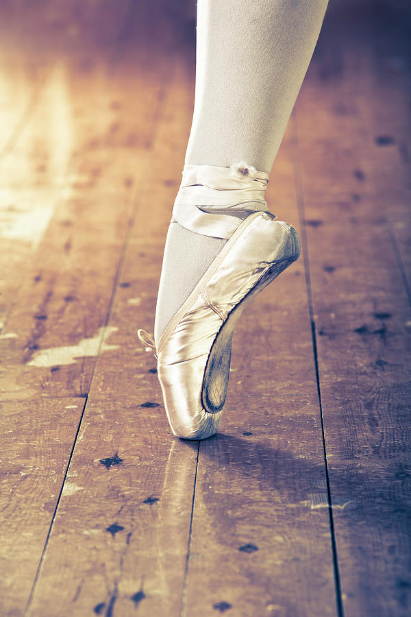 En Pointe Photograph by Brosa