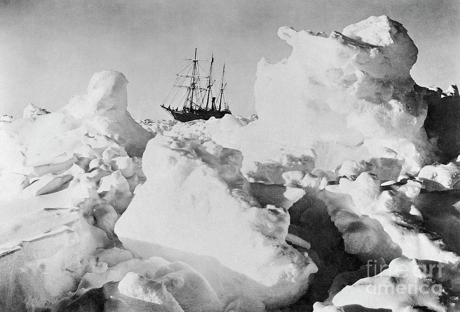 Ernest Shackletons Ship Endurance Photograph by Bettmann