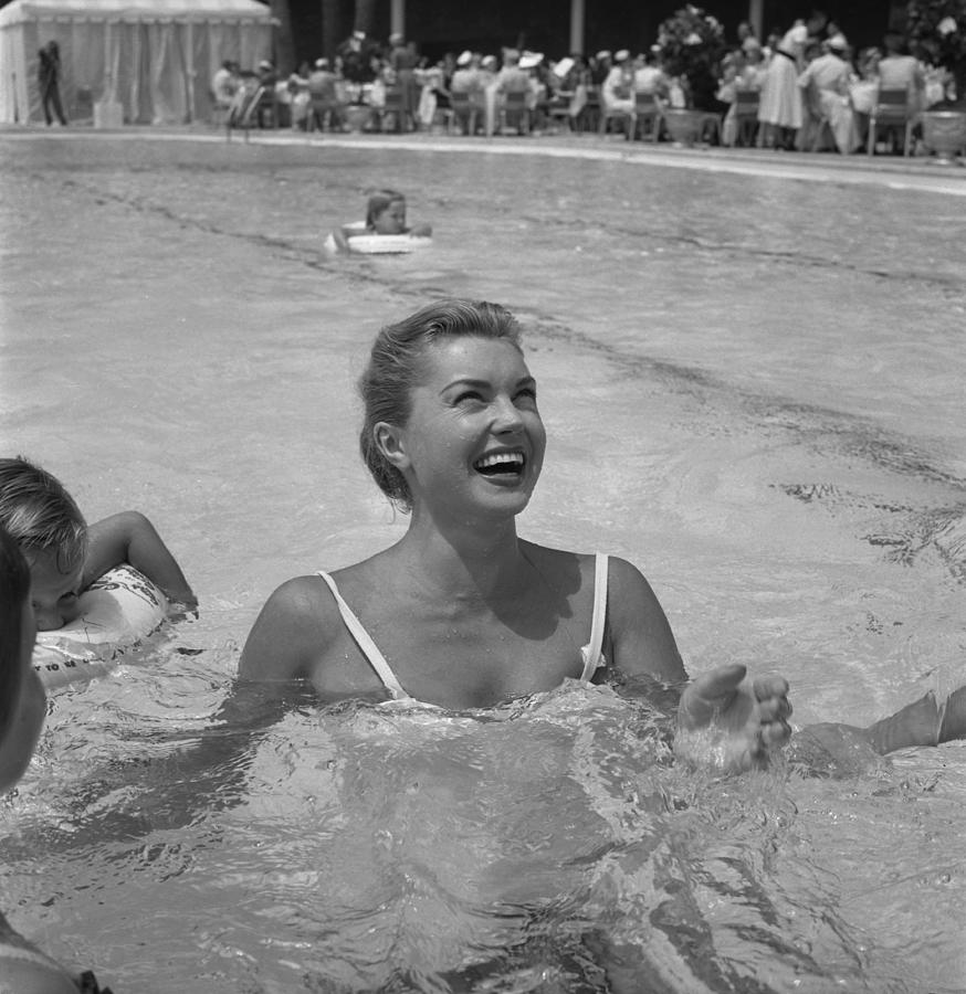Esther Williams In The Pool