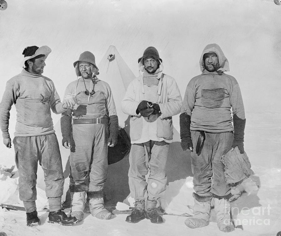 Explorers Who Discovered Robert Falcon Photograph by Bettmann