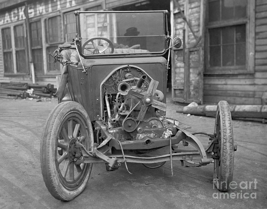 Exposed Engine Of Early Automobile Photograph by Bettmann