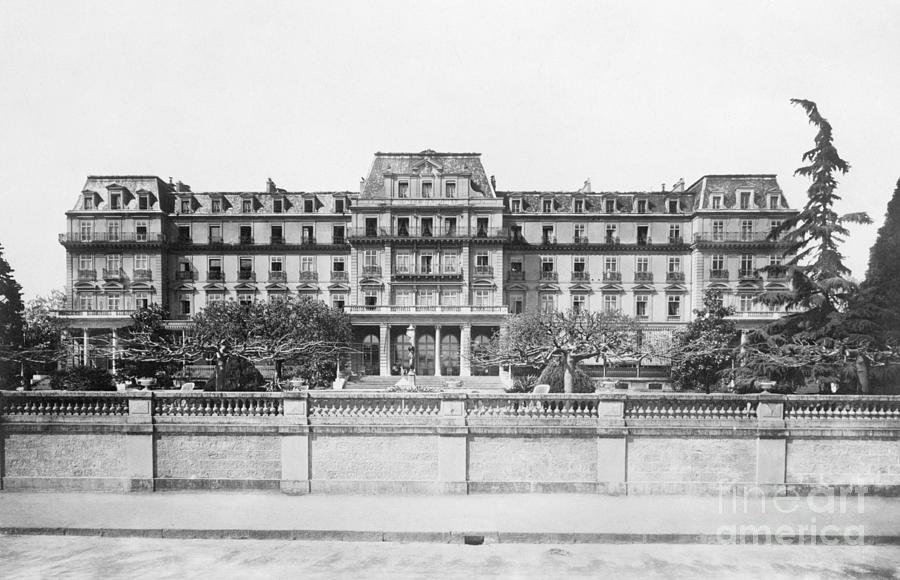 Exterior Of League Of Nations Photograph by Bettmann