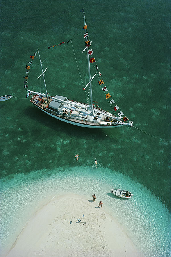 People Photograph - Exuma Holiday by Slim Aarons