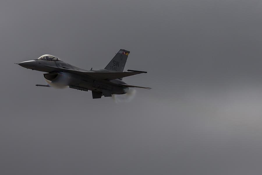 F-16 Vapor Beard by John Daly