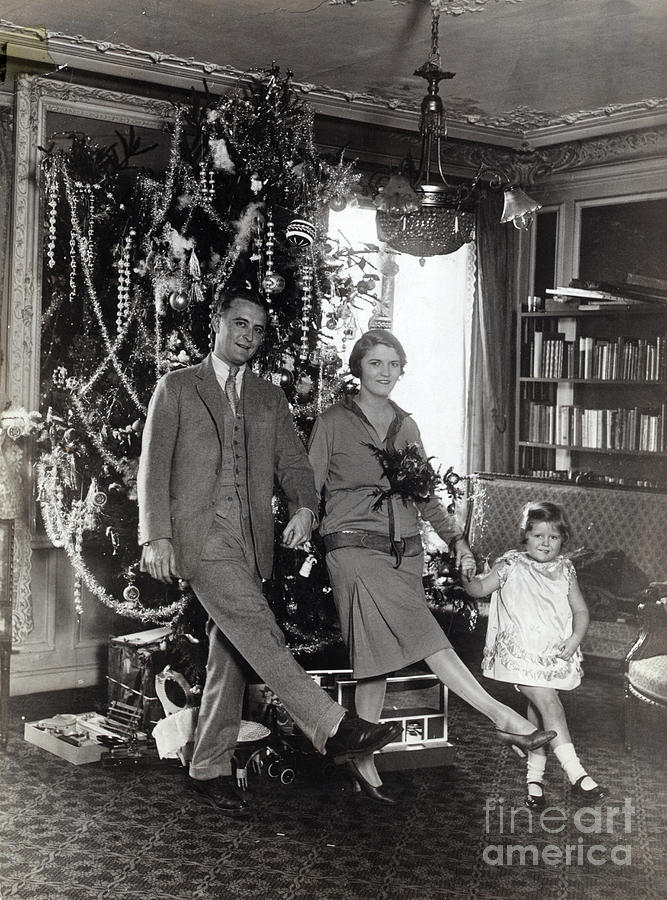 F. Scott Fitzgerald And Family Dancing Photograph by Bettmann