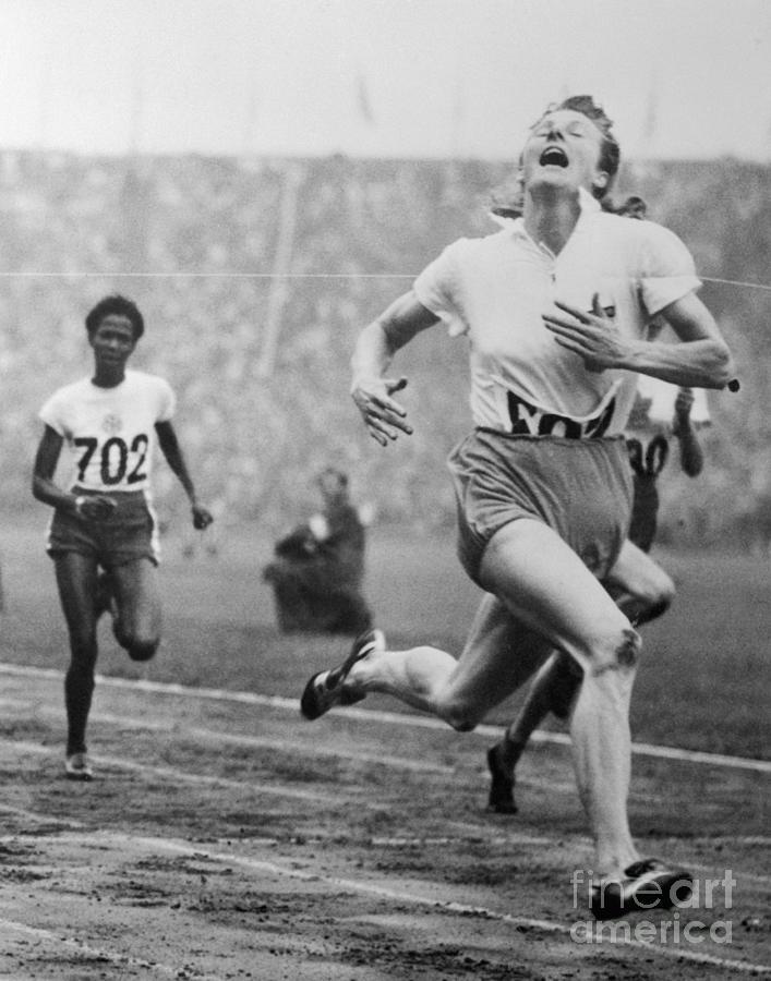 Fanny Blankers-koen Winning 100-meter Photograph by Bettmann