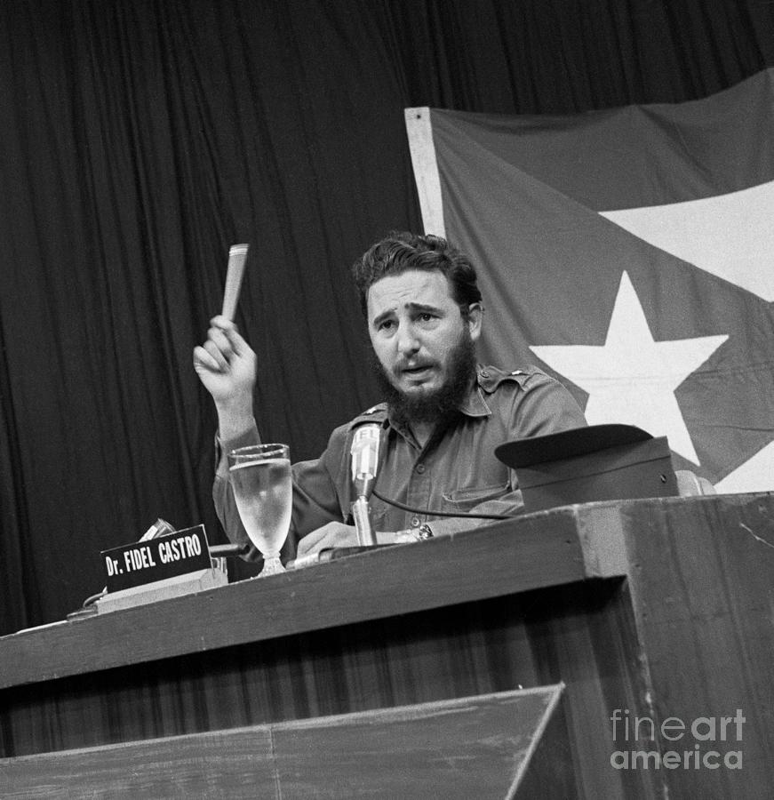 Fidel Castro Gesturing While Speaking Photograph by Bettmann