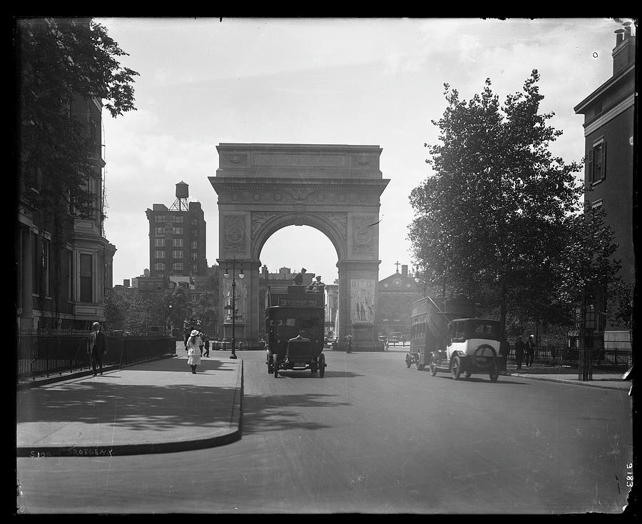 Fifth Avenue Near 8th Street Photograph by The New York Historical Society