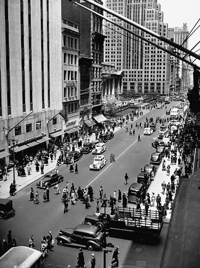 Fifth Avenue, With Kress Store At Left Photograph by Hansel Mieth
