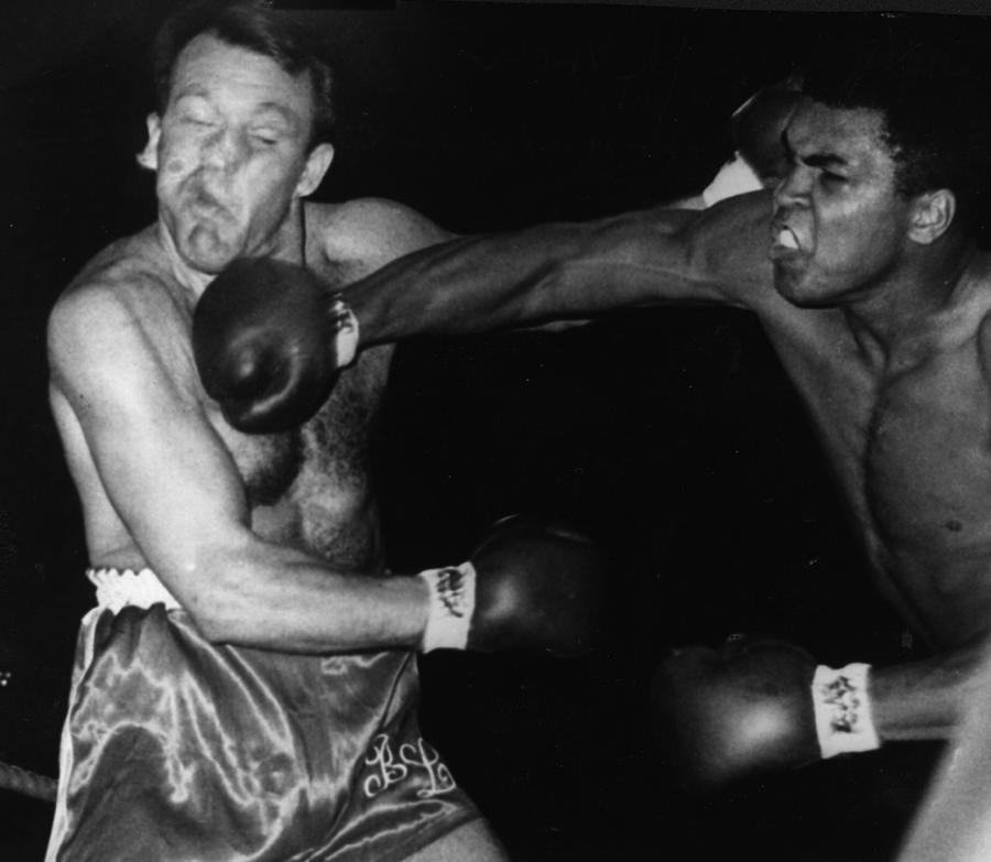 Fight London Photograph by Hulton Archive