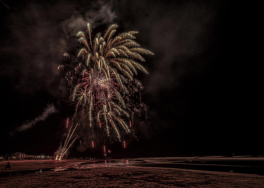 Fireworks at Rockaway Beach-2019 by Johanna Froese