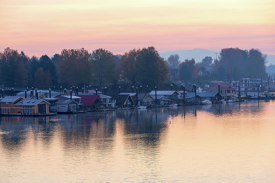 Floating Homes along Columbia River by David Gn
