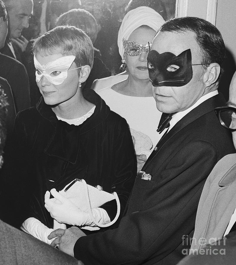 Frank Sinatra And Mia Farrow Wearing Photograph by Bettmann