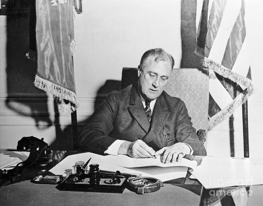 Franklin Roosevelt Signing Photograph by Bettmann