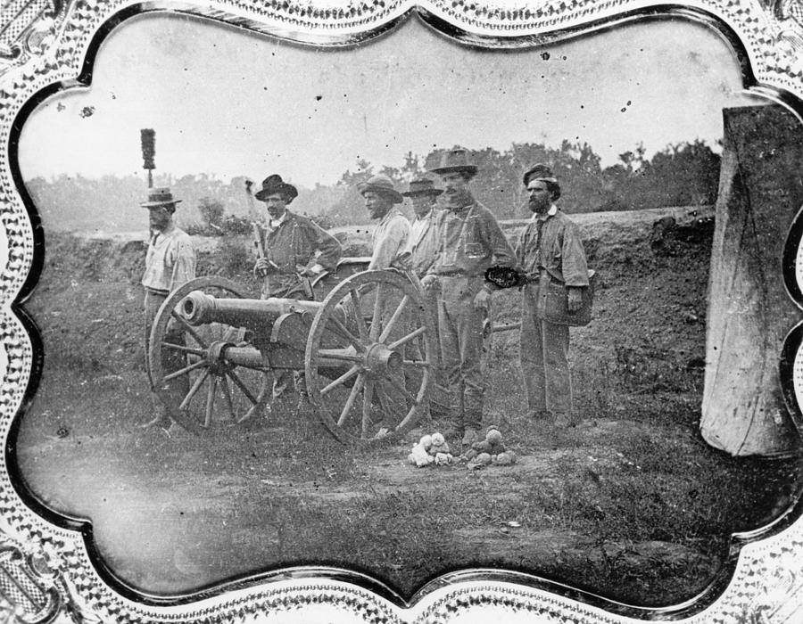 Free-state Battery Photograph by Hulton Archive