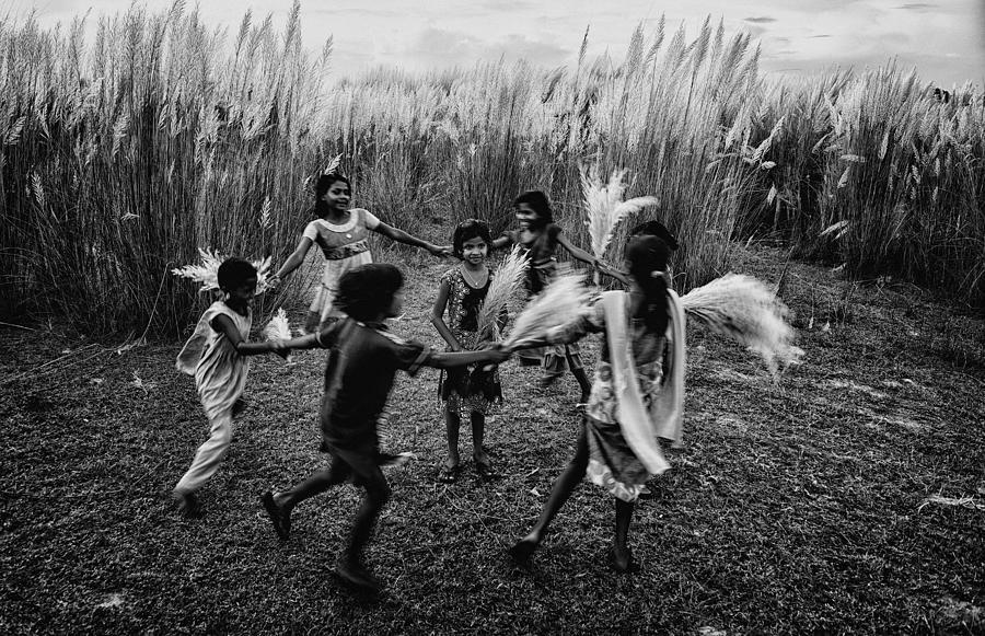 Child Photograph - Friendship Day by Avishek Das