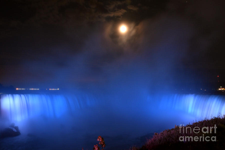 Full Moon Over The Horseshoe Falls by Sheila Lee