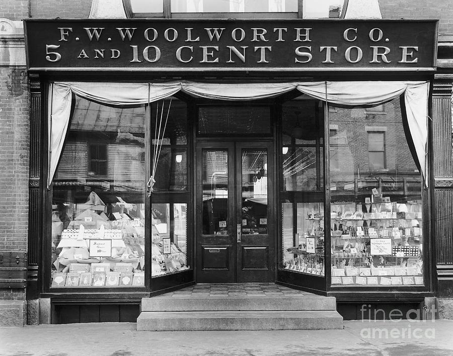 F.w.woolworth Company Store Photograph by Bettmann