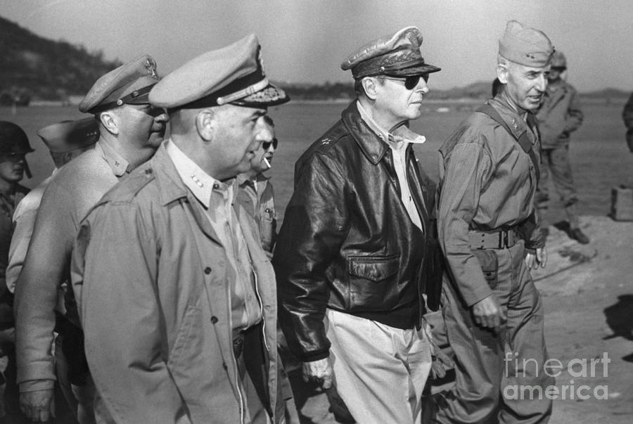 General Macarthur Landing At Inchon Photograph by Bettmann