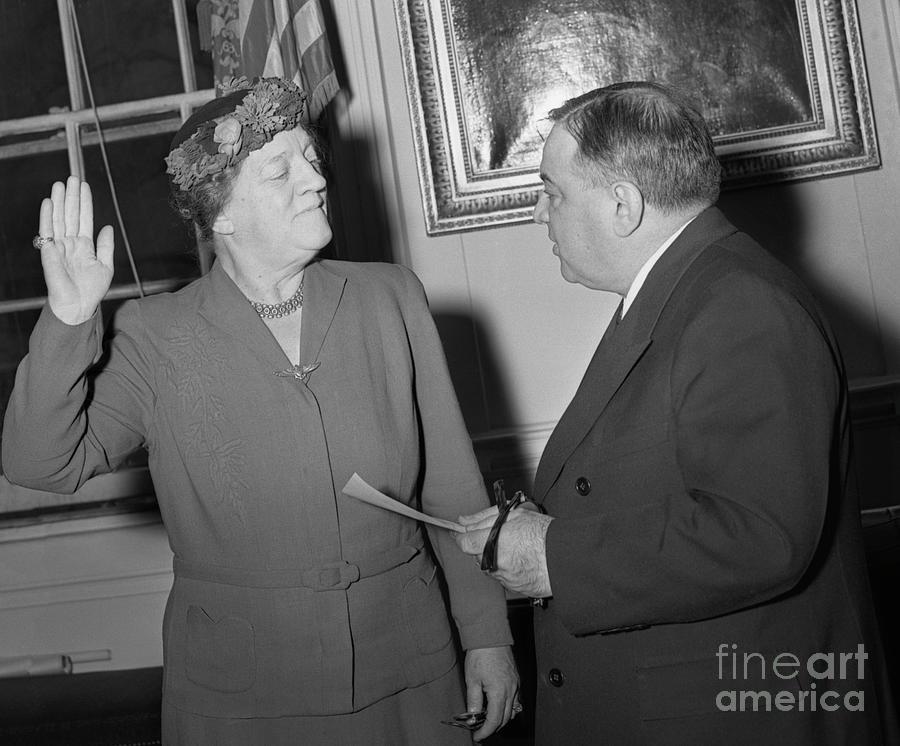 Genevieve Earle Takes Oath Photograph by Bettmann