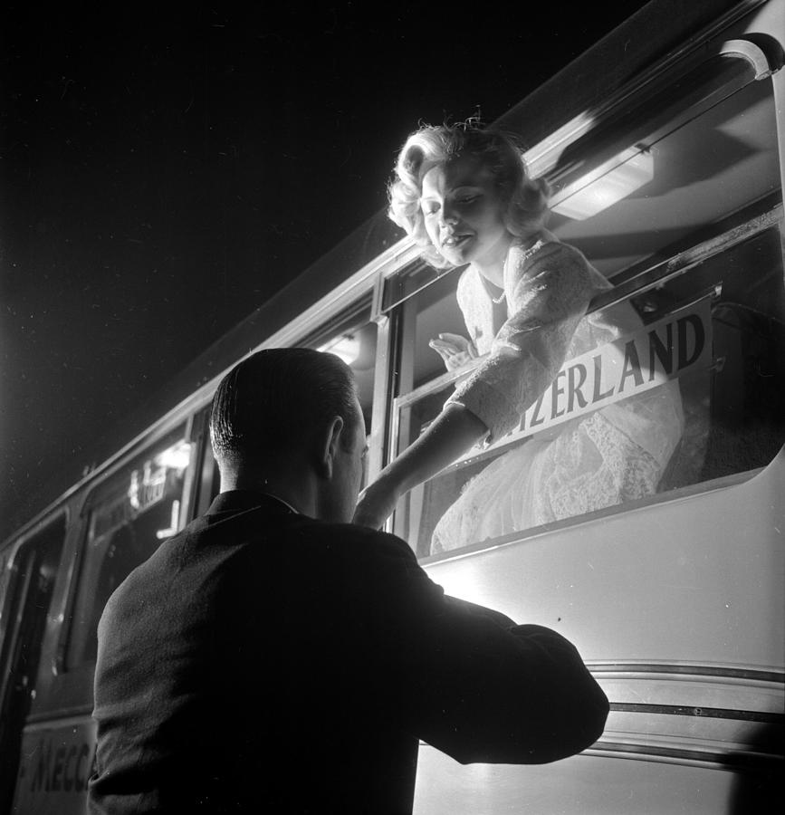 Gentlemanly Kiss Photograph by Thurston Hopkins