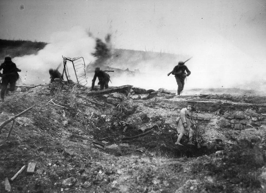 German Advance Photograph by Hulton Archive