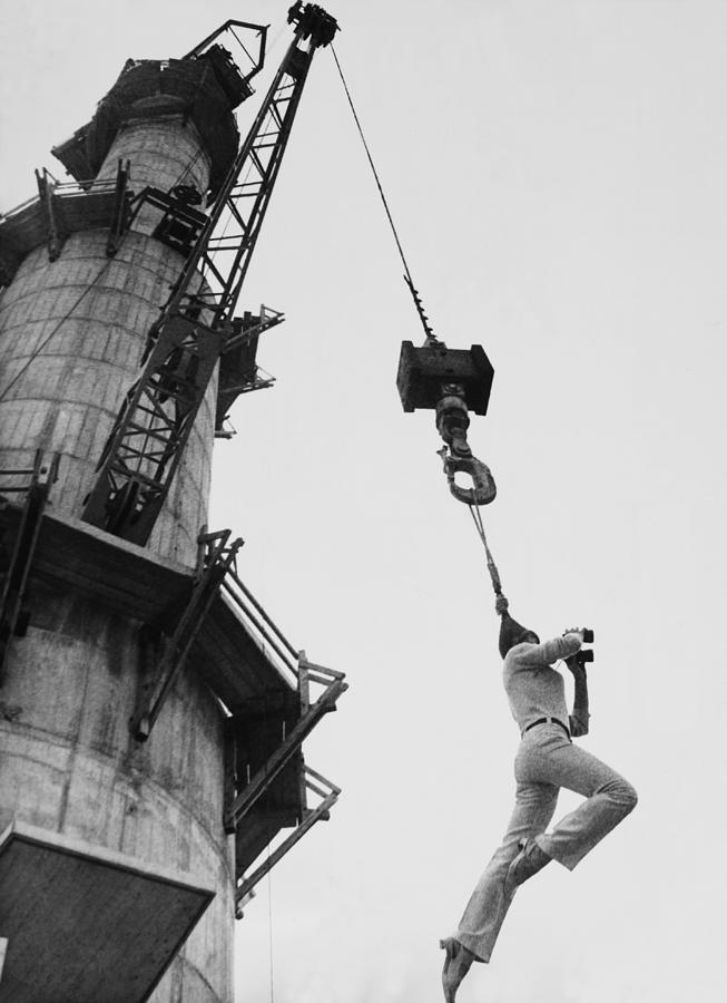 German Circus Performer Hung To 200 Photograph by Keystone-france