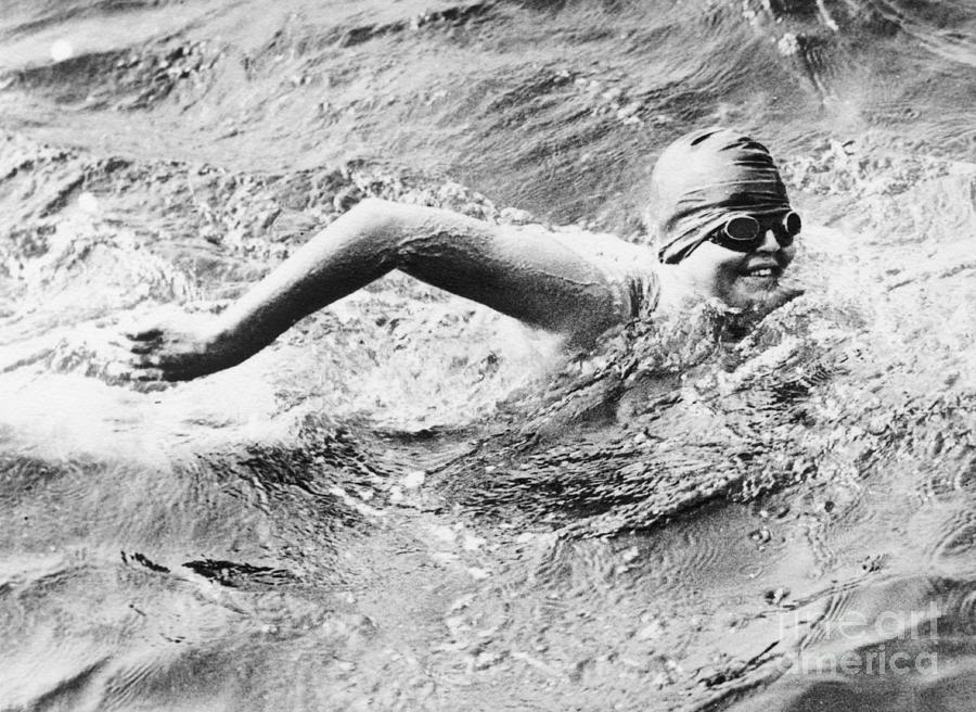 Gertrude Ederle Swimming In The English Photograph by Bettmann