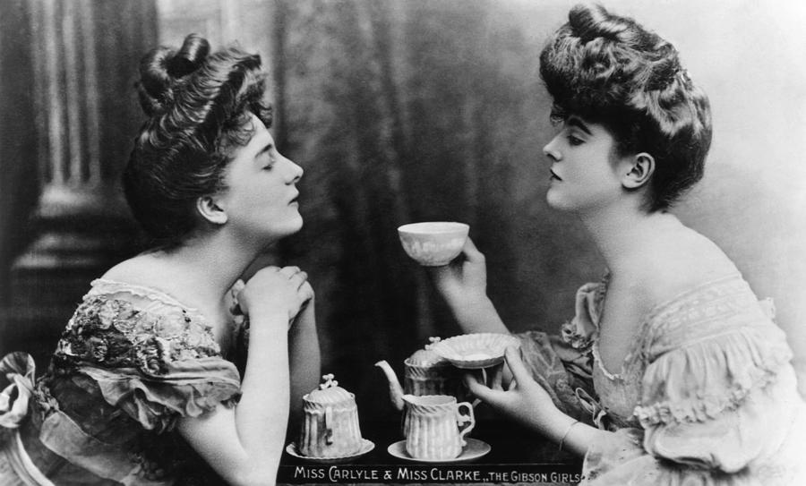 Gibson Girls Photograph by Hulton Archive