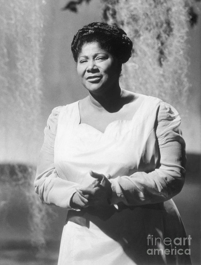 Gospel Singer Mahalia Jackson Photograph by Bettmann
