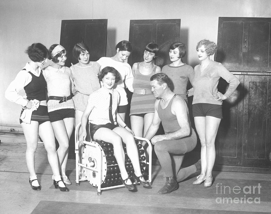 Group Of Women At Exercise Machine Photograph by Bettmann